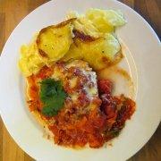 Überbackene Putenschnitzel mit Kartoffelgratin