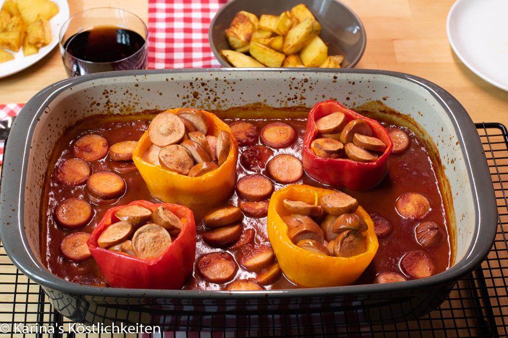 Gefüllte Paprika mit Currywurst und in der Ofenhexe