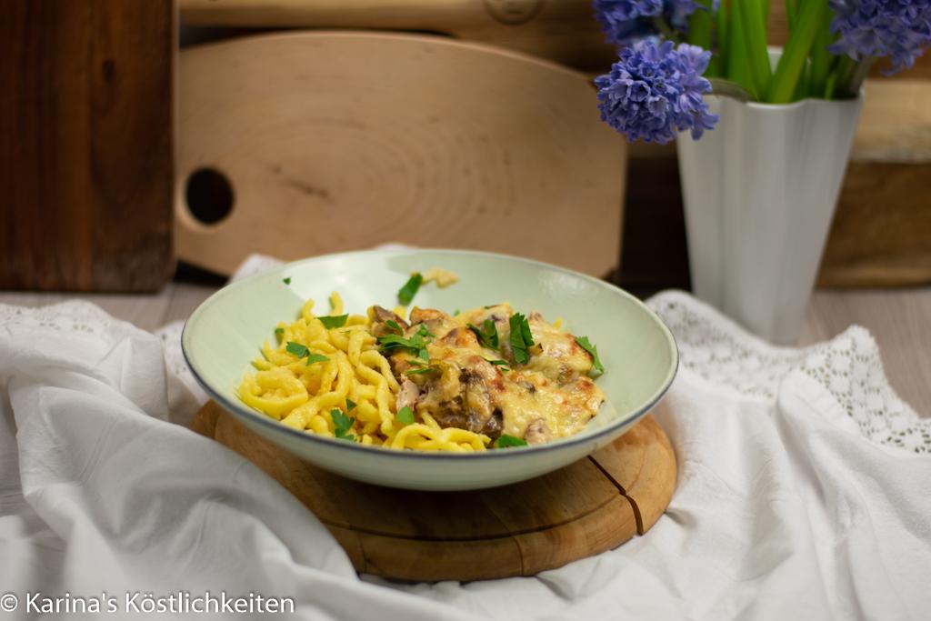 Ofen-Geschnetzeltes mit Champignons, Lauch & Spätzle