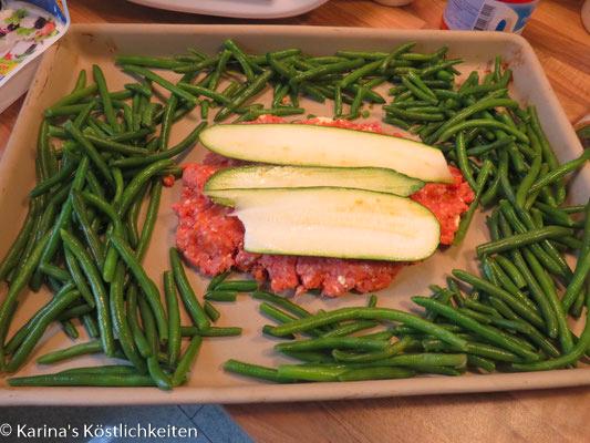 Hackbraten mit Zucchini und Feta gefüllt